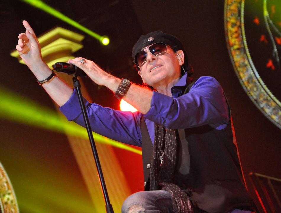 Klaus Meine von den Scorpions in der O2 World Hamburg am 1. Mai 2014