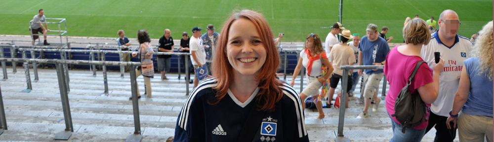 Wiebke als HSV-Fan im Volkspark-Stadion