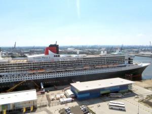 Queen Mary 2 bei ihrem Jubiläumsbesuch in Hamburg (19.07.14)