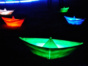 Bunte Lichtschiffe in der City-Nord beim Licht Kunst Park 2.14