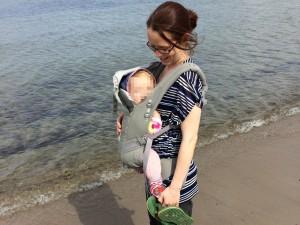 Test der Ergobaby Adapt Babytrage am Strand