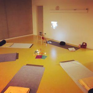 Yogamatten beim Hypnobirthing-Kurs