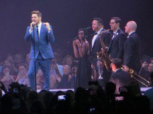 Michael Bublé mit Band bei seinem Konzert in Hamburg